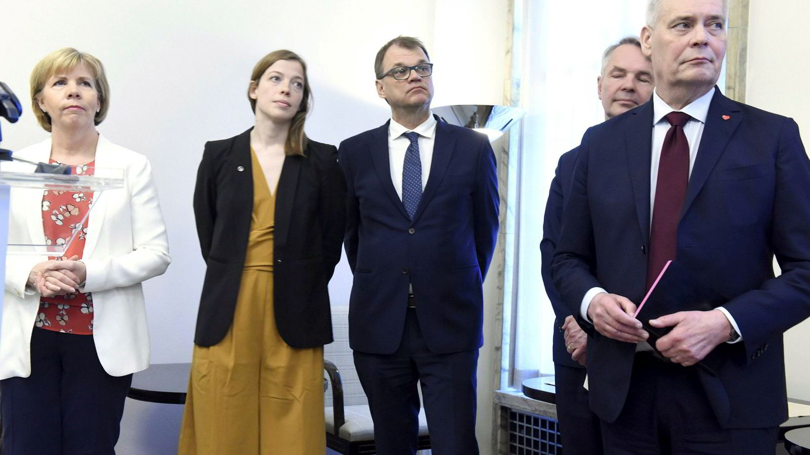 Finlands nye statsminister Antti Rinne (til høyre) har utnevnt en regjering med flertall kvinner.