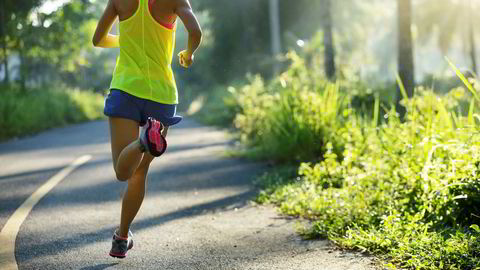 Start løpesesongen forsiktig, og øk treningsmengden etter tiprosentregelen, oppfordrer idrettsfysioterapeut Kristine Berg Marhaug.