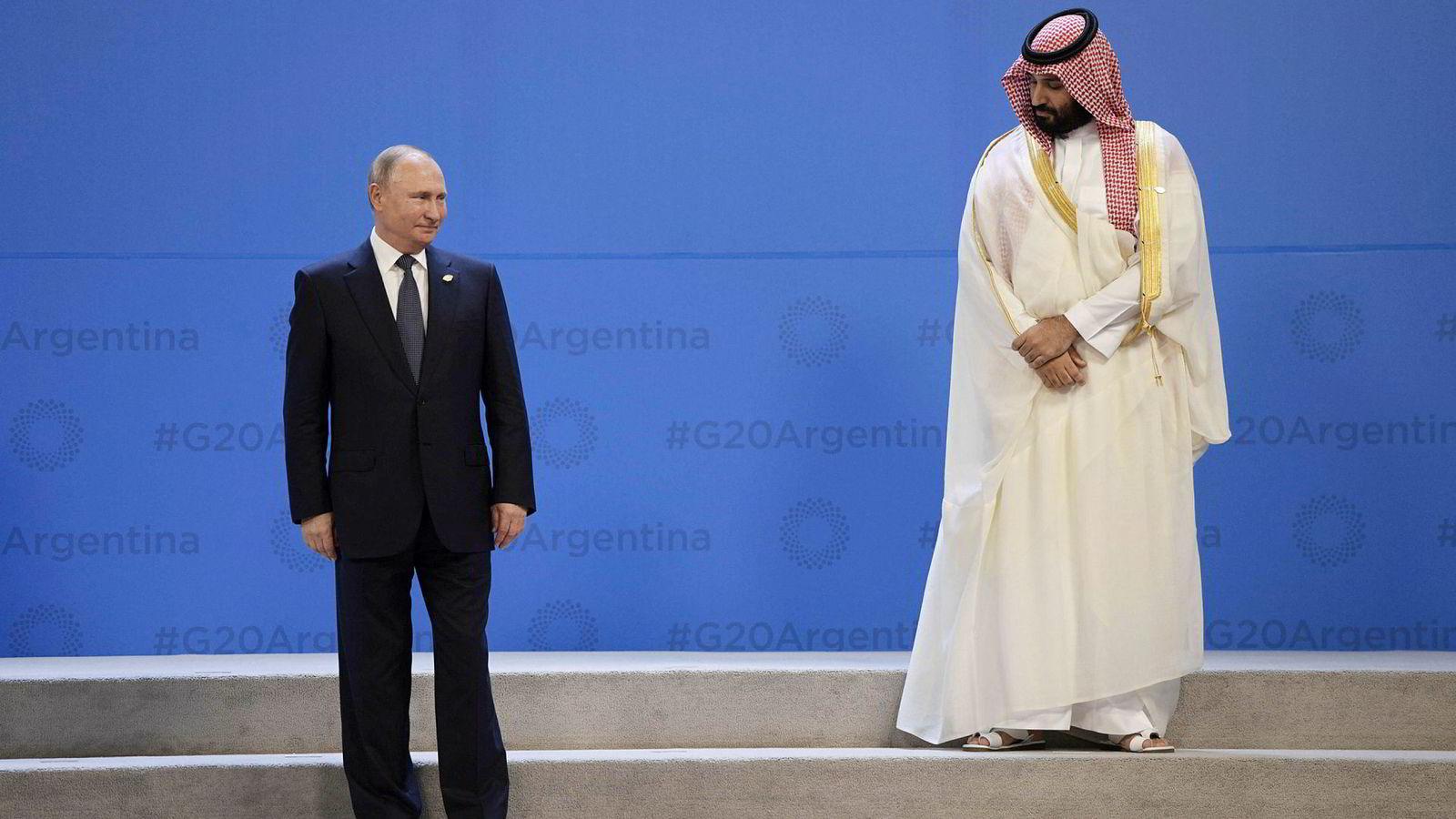 I helgen uttalte Russlands president Vladimir Putin (til venstre) at han hadde blitt enig med Saudi-Arabia om å forlenge samarbeidsavtalen. Her med Saudi Arabias prins Mohammed bin Salman.