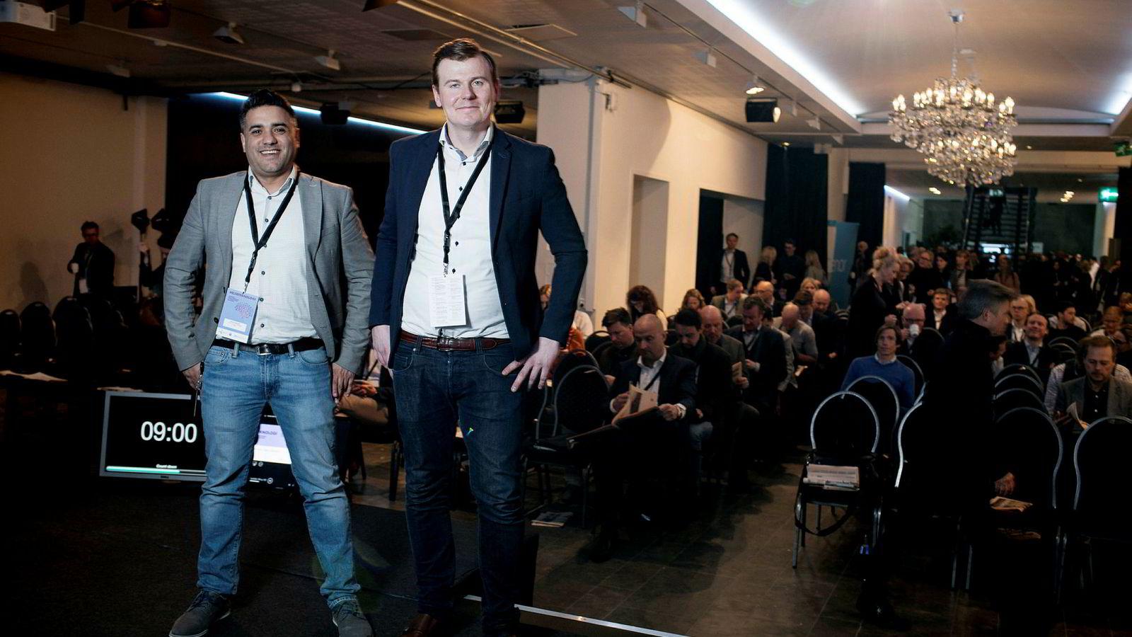 Soheil Dabestani (til venstre) og Petter Risøe holdt innlegg på DNs helseteknologikonferanse tirsdag. De har laget et system de mener blant annet kan halvere tiden helsepersonell bruker på å vandre mellom medisinrom, vaktrom og pasienters rom.