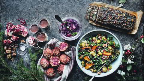 Fargerikt fellesskap. Julemiddagen til Luise Vindahl og David Frenkiel passer både for vegetarianere – eller dem som vil legge til noe grønt på julebordet. Foto: David Frenkiel