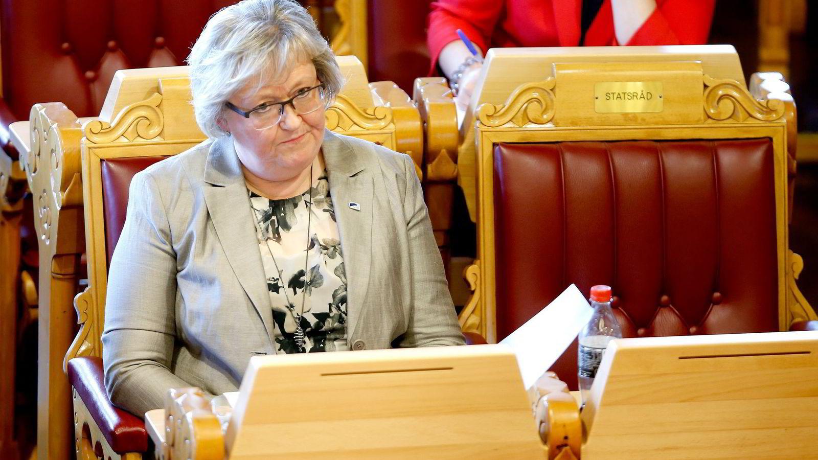 Artikkelforfatterne mener EØS-minister Elisabeth Aspaker og norske myndigheter ikke har innflytelse over Esas vedtak.