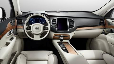 Volvo gjør som Tesla og utstyrer nye XC90 med en stor berøringsskjerm. Foto: