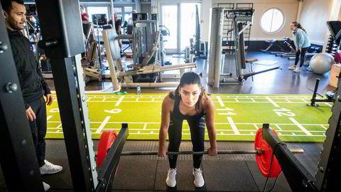 Før spiste hun usunt og trente lite. Nå møter Polanka Alvarado treneren Karar Joda to ganger i uken for å trene styrke.