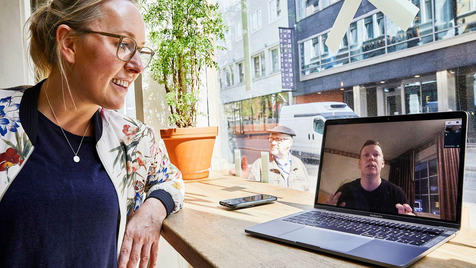 Offlinepal-gründer Roy André Tollefsen snakker med daglig leder Marie Sanne Hval via Skype. De vil hjelpe folk vekk fra mobilen med en ny app.