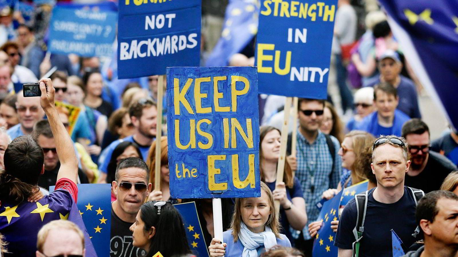 EØS kan ikke utelukkes som et mulig politisk kompromiss for britene, skriver Ulf Sverdrup. Bildet viser en pro-EU-demonstrasjon i London 3. september. Foto: Justin Tallis/AFP/NTB Scanpix