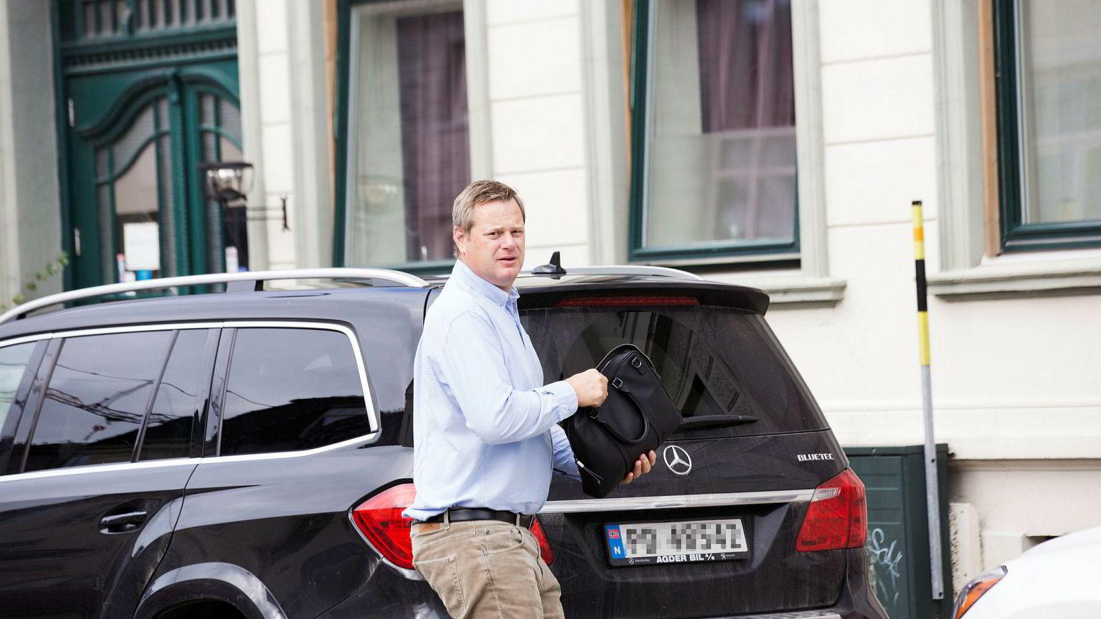 Konkursboet etter Einar Aas kan ha krav på nærmere hundre millioner kroner i for mye betalty skatt til Grimstad kommune.