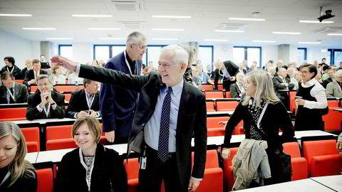 Tirsdag arrangerer Norges handelshøyskole et symposium til ære for professor Victor D. Norman, som går av med pensjon til nyttår. Til venstre på bildet er politisk redaktør Trine Eilertsen i Aftenposten, og SSB-direktør Christine B. Meyer – som er gift med Victor Norman.