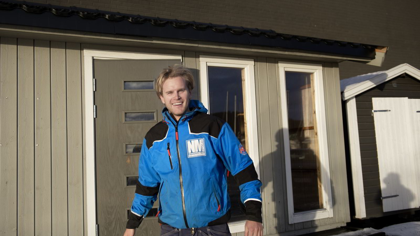 TRIVES SOM TØMRER: Hadde Gustav Brustad-Nilsen (28) fått valget igjen, ville han begynt direkte på yrkesfag på videregående. FOTO:Elin Høyland