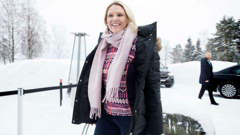 Statsråd Sylvi Listhaug (Frp) nektet å kommentere rabalderet om hennes Facebook-post da hun ankom regjeringens budsjettkonferanse i Hurdal mandag morgen. Etter budsjettkonferansen kommer hun til å svare. Men beklage gjør hun ikke.