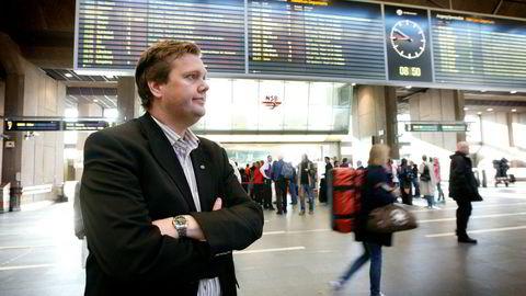 Pressesjef Åge-Christoffer Lundeby i NSB vil gjerne ha åpne kundelister hos pr-byråene NSB skal jobbe med.