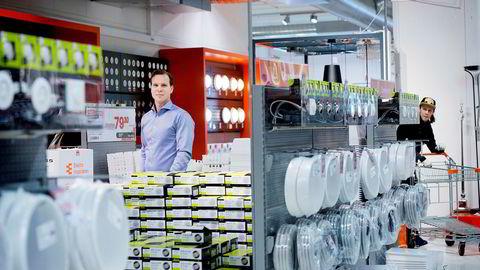 Elektroimportøren startet med én butikk og er nå i ferd med å vokse seg til en fullverdig kjede med milliardomsetning. - Å bygge en ny norsk kjede er superkult, sier konsernsjef Andreas Niss.