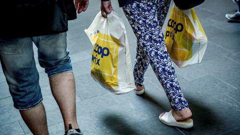 Norske forbrukere har vært pessimistiske til utsiktene siden august i fjor, men sjelden så sterkt som nå.