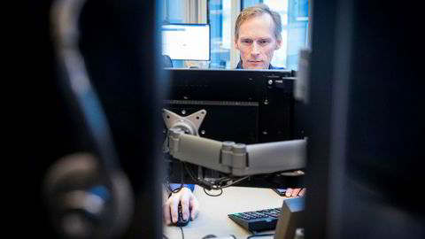 Seniorøkonom Kyrre Aamdal i DNB Markets hopper ikke i taket over de sterke shoppetallene fra januar. Han tror det vil ta tid før husholdningenes forbruk begynner å øke, selv om strømprisen faller.
