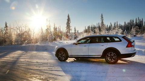 Volvo har fått fart på registreringene av V90 i februar. Dette er Cross Country-versjonen.
