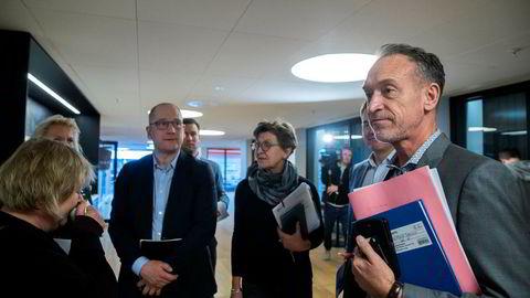 KS kom til enighet med LO kommune og YS kommune, men ikke Unio kommune og Akademikerne kommune. På bildet er Tor Arne Gangsø i KS (foran), Mette Nord i LO (bak), Lizzie Ruud Thorkildsen i YS (bak) og Steffen Handal i Unio.