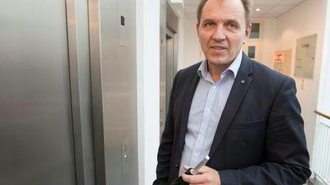Forbundsleder Yngve Carlsen i Norsk Flygerforbund. Her på vei ut fra et møte hos Riksmekleren