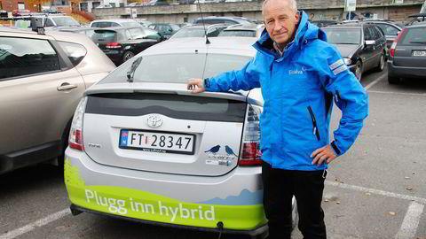 Inge Møller i Eidsiva Energi har erfaring med ladbare hybrider siden 2009, da de bygde om en vanlig Toyota Prius til å kunne lades. Foto: Eidsiva Energi