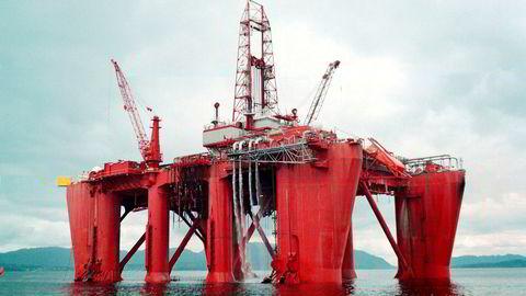Tre studenter har forfattet Nordea-rapporten som spådde at Fred. Olsen Energy ville «bukke under». Her er selskapets borefartøy Bideford Dolphin.