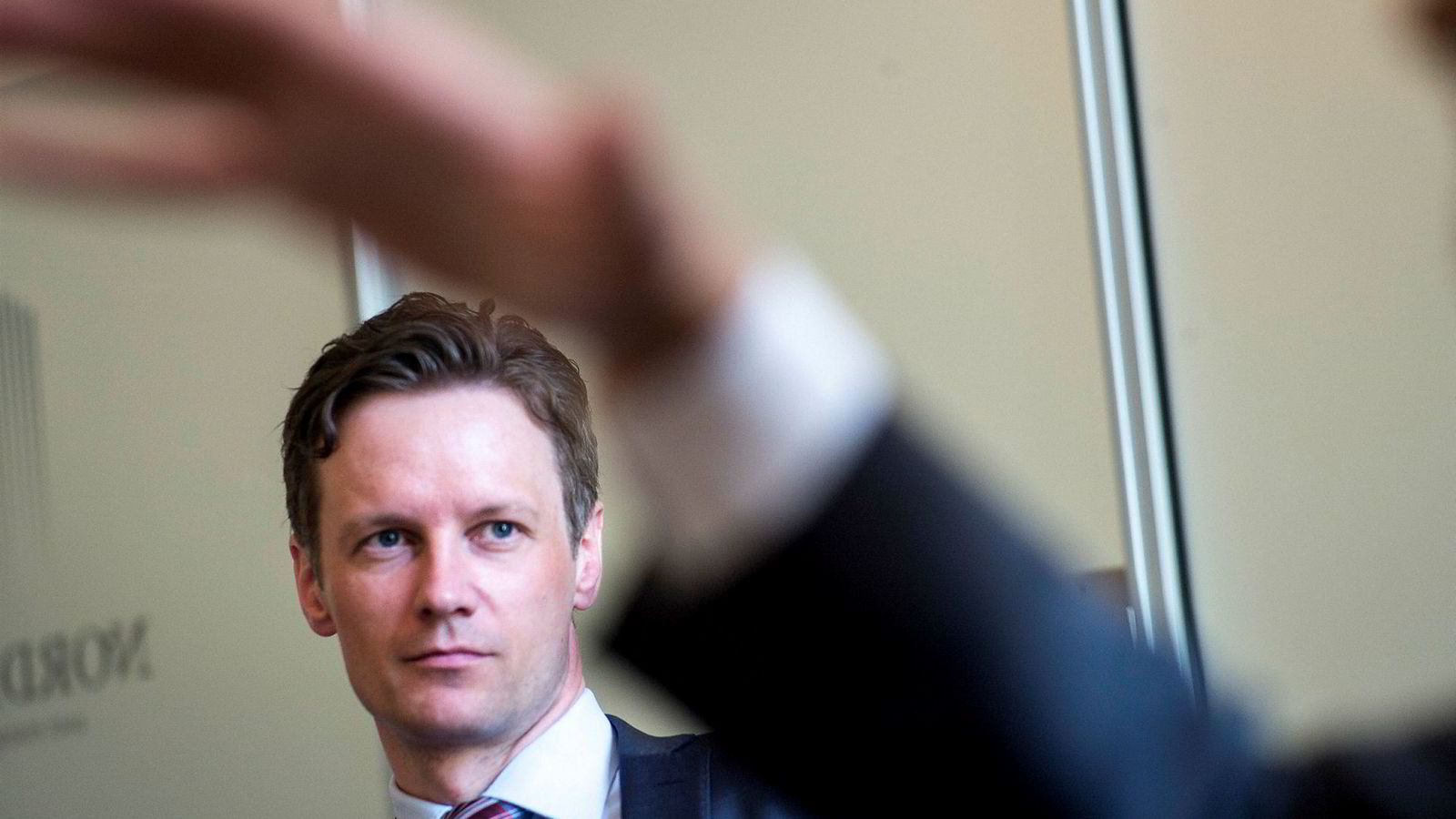 Sjeføkonom Bjørn Roger Wilhelmsen ser ingen grunn til å åpne lommeboken for nye aksjer helt ennå.
