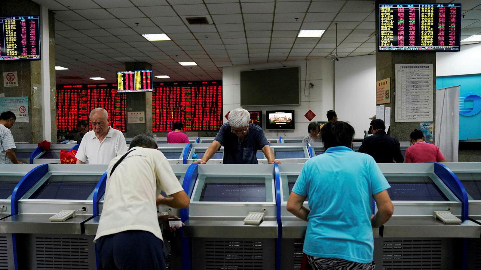 Småinvestorer dominerer handelen ved de kinesiske børsene. Børsrallyet i år kan fortsette. Frykten for å gå glipp av rallyet kan forsterke rallyet, tror finansinstitusjonen Goldman Sachs.