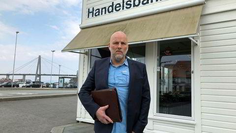 Bankkunde Jan Sølve Hapnes er blitt tilkjent nær åtte millioner i erstatning fra Handelsbanken i første rettsinstans. Her foran filialen i Stavanger.