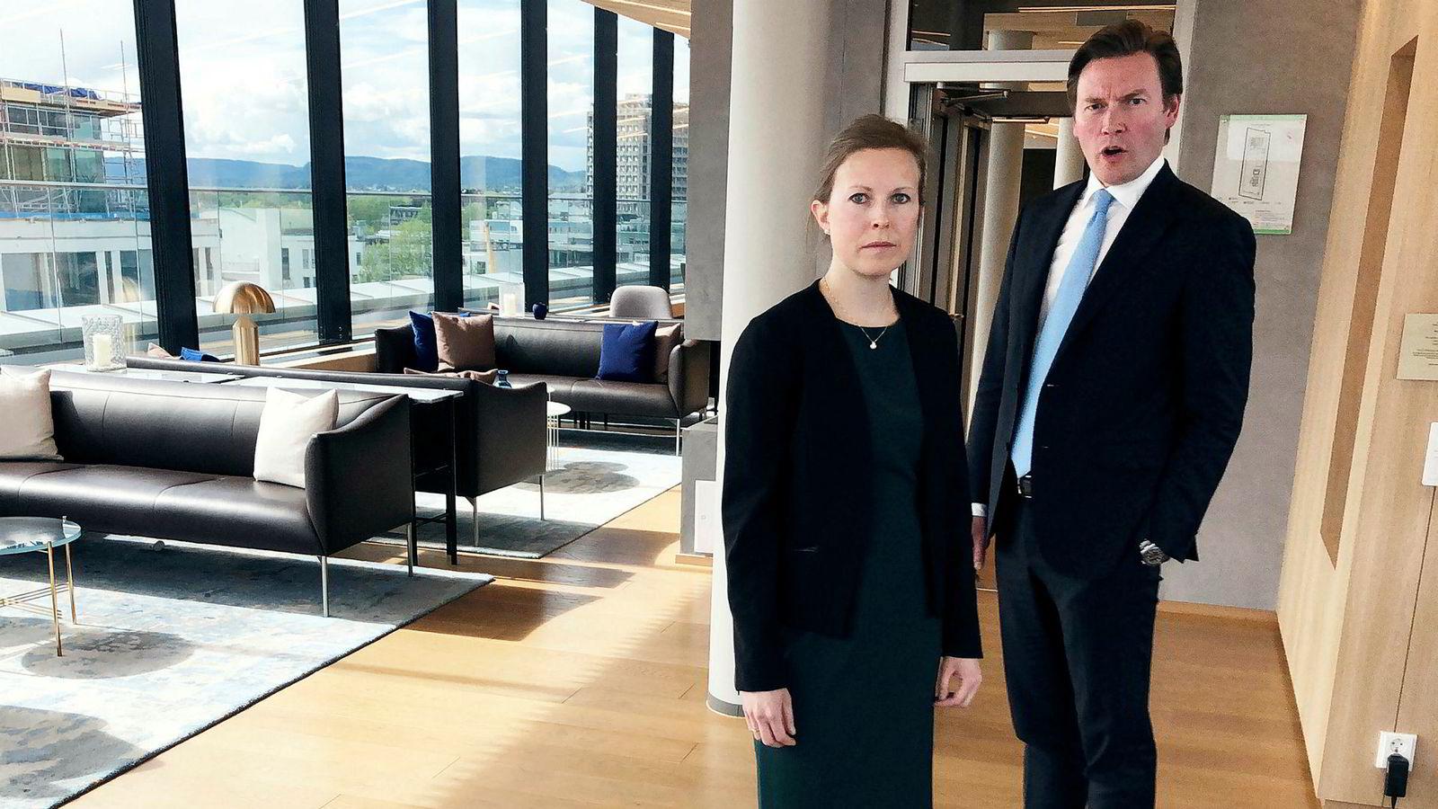Caroline Skaar Landsværk og Tormod Ludvik Nilsen i Wikborg Rein Advokatfirma har representert utenlandske investorer i norske vindkraftoppkjøp. De advarer mot å skape politisk risiko i Norge.