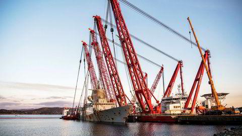 KNM Helge Ingstad ble tidligere i år hevet. Her ligger skipet til kai ved Hanøytangen før det ble fraktet videre til Haakonsvern.