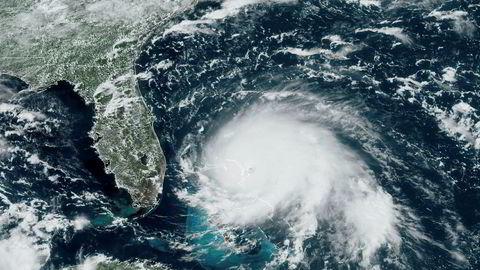 Satellittbilde fra GOES-16 søndag klokka 17 lokal tid, da Dorian var oppe i en vindstyrke på 82 meter per sekund.