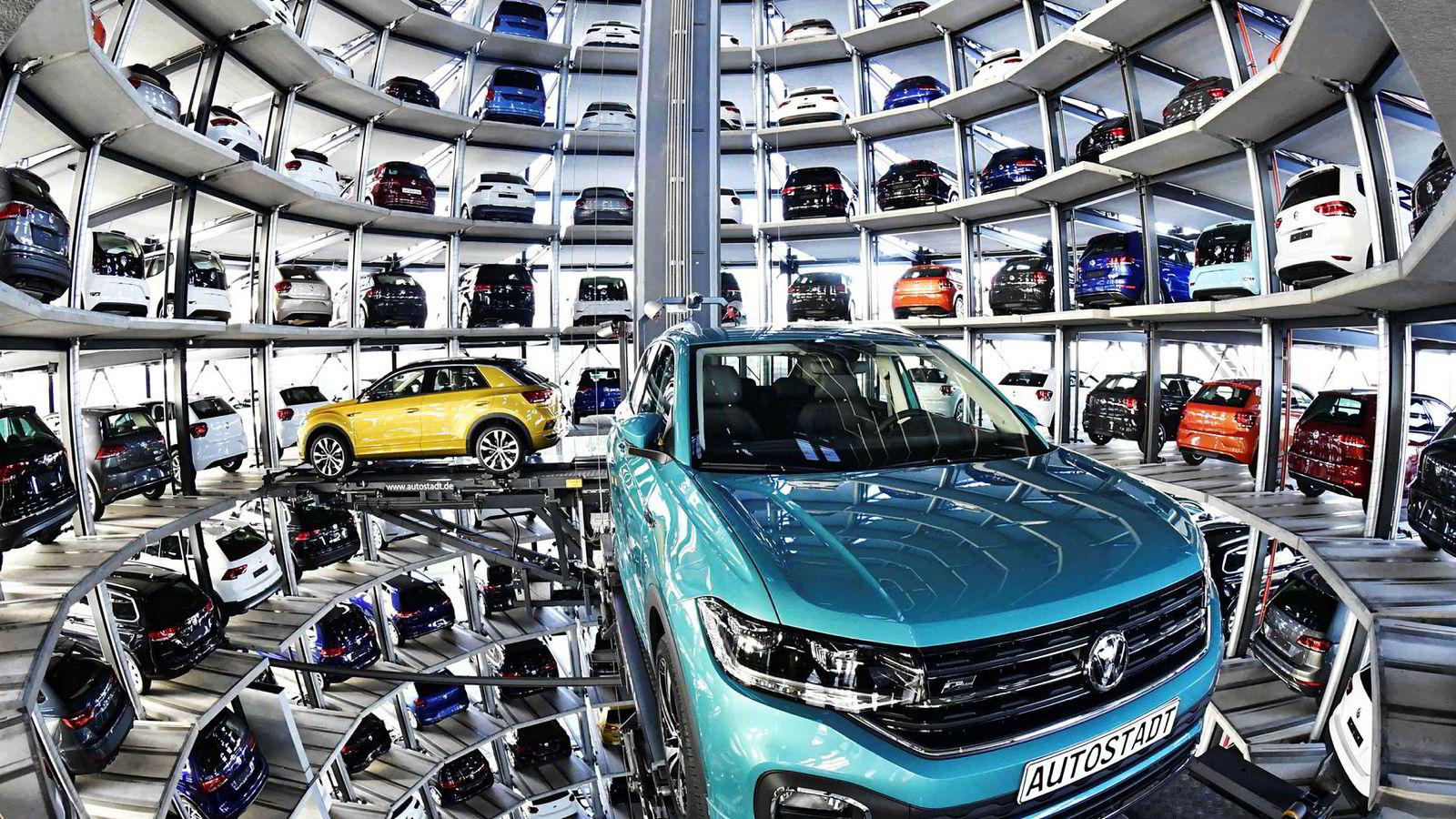 Tysklands industriproduksjon sliter om dagen, spesielt bilindustrien, noe som er med på å trekke ned veksten i tysk økonomi i andre kvartal. Her fra bilfabrikken til Volkswagen i Wolfsburg, nord i Tyskland.