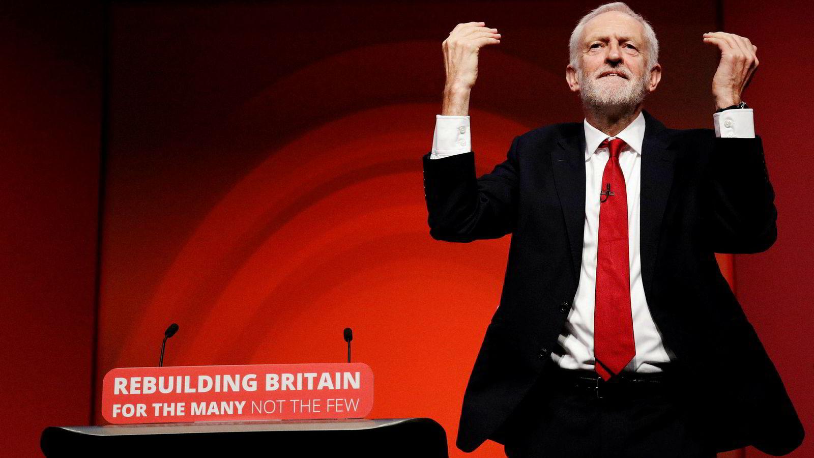 Det er politisk blandet drops i erklæringen som av tilhengerne beskrives som «konstruktiv uklarhet», en ledende konservativ politiker kaller «brev til julenissen», og opposisjonsleder Jeremy Corbyn (bildet) torsdag beskrev som «brexit i blinde».