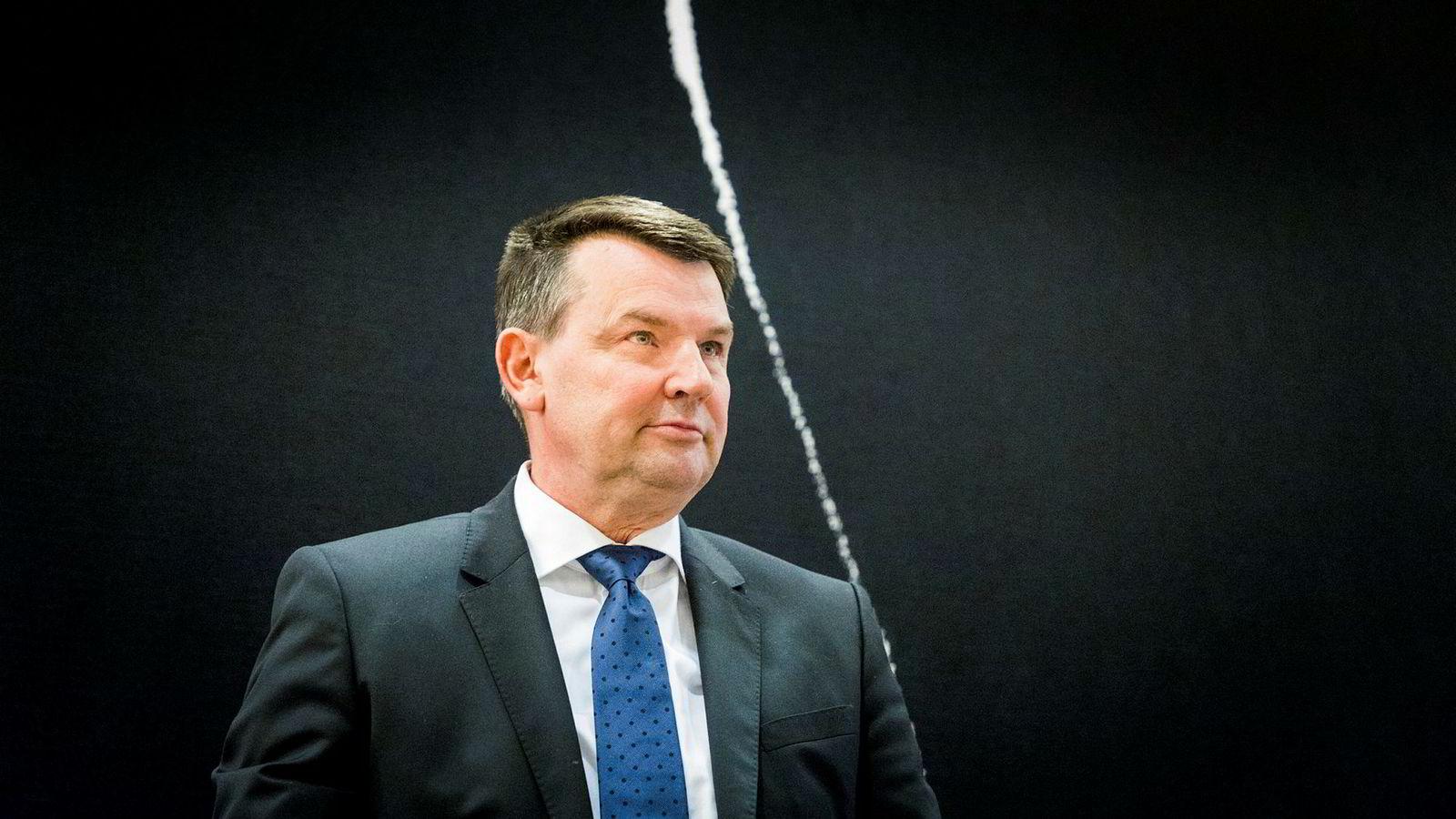 Justisminister Tor Mikkel Wara forsikrer at regjeringen skal sikre å redusere sårbarheten i norske mobilnett.