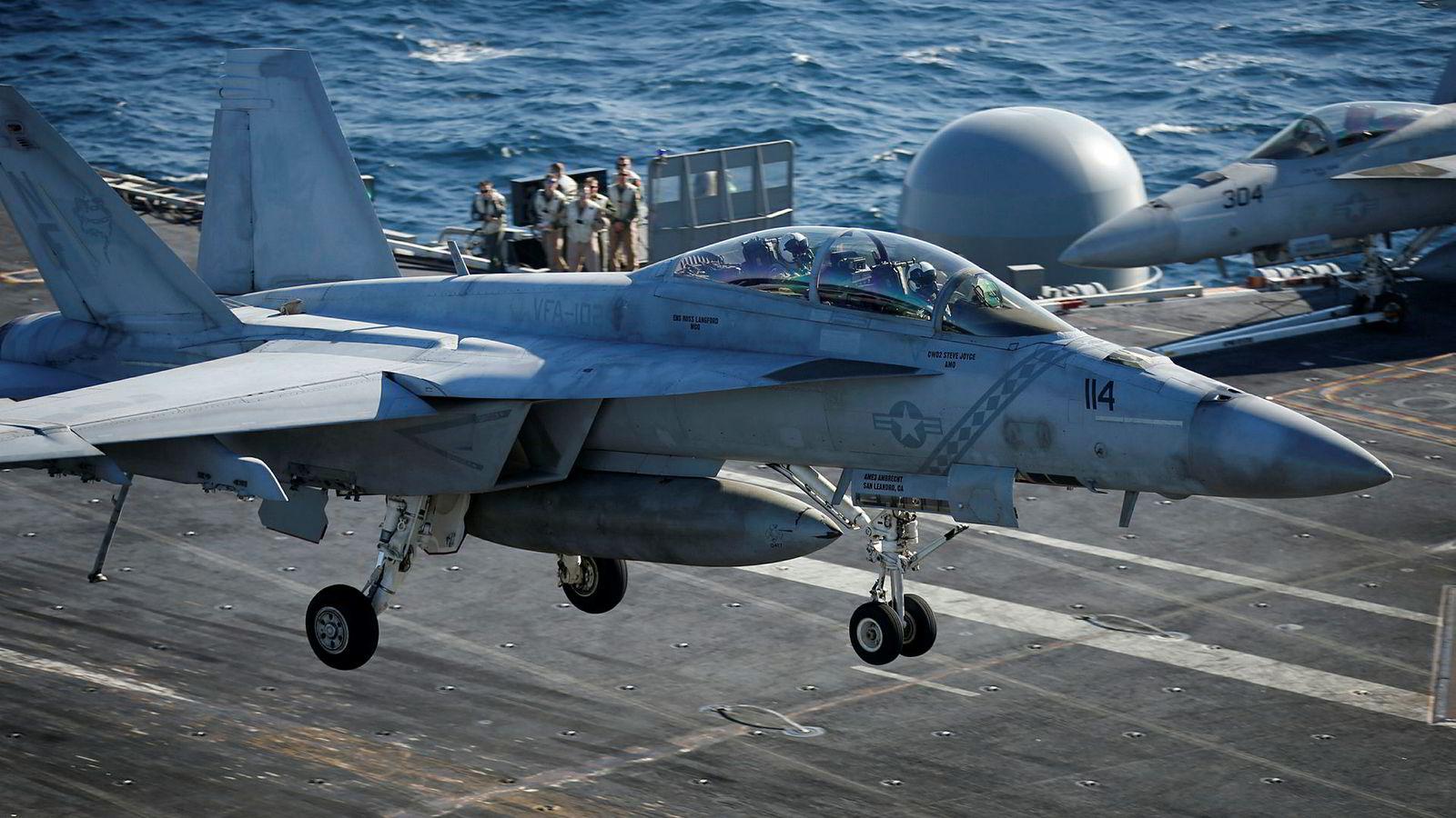 Pengebruken til forsvar øker globalt. USA er det landet i verdens som bruker klart mest penger på forsvar.