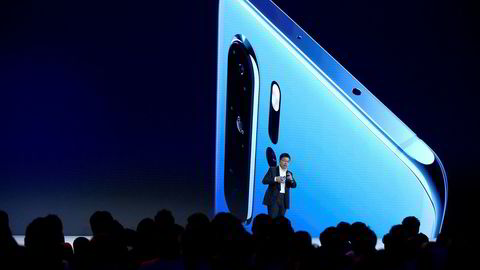 Huaweis flaggskipsmodell P30 Pro ble lansert i mars og var den bestselgende smarttelefonen hos Telia i april. Google bekrefter de vil suspendere samarbeidet med Huawei. Det gjør også andre samarbeidspartnere fra USA, Europa og Asia.