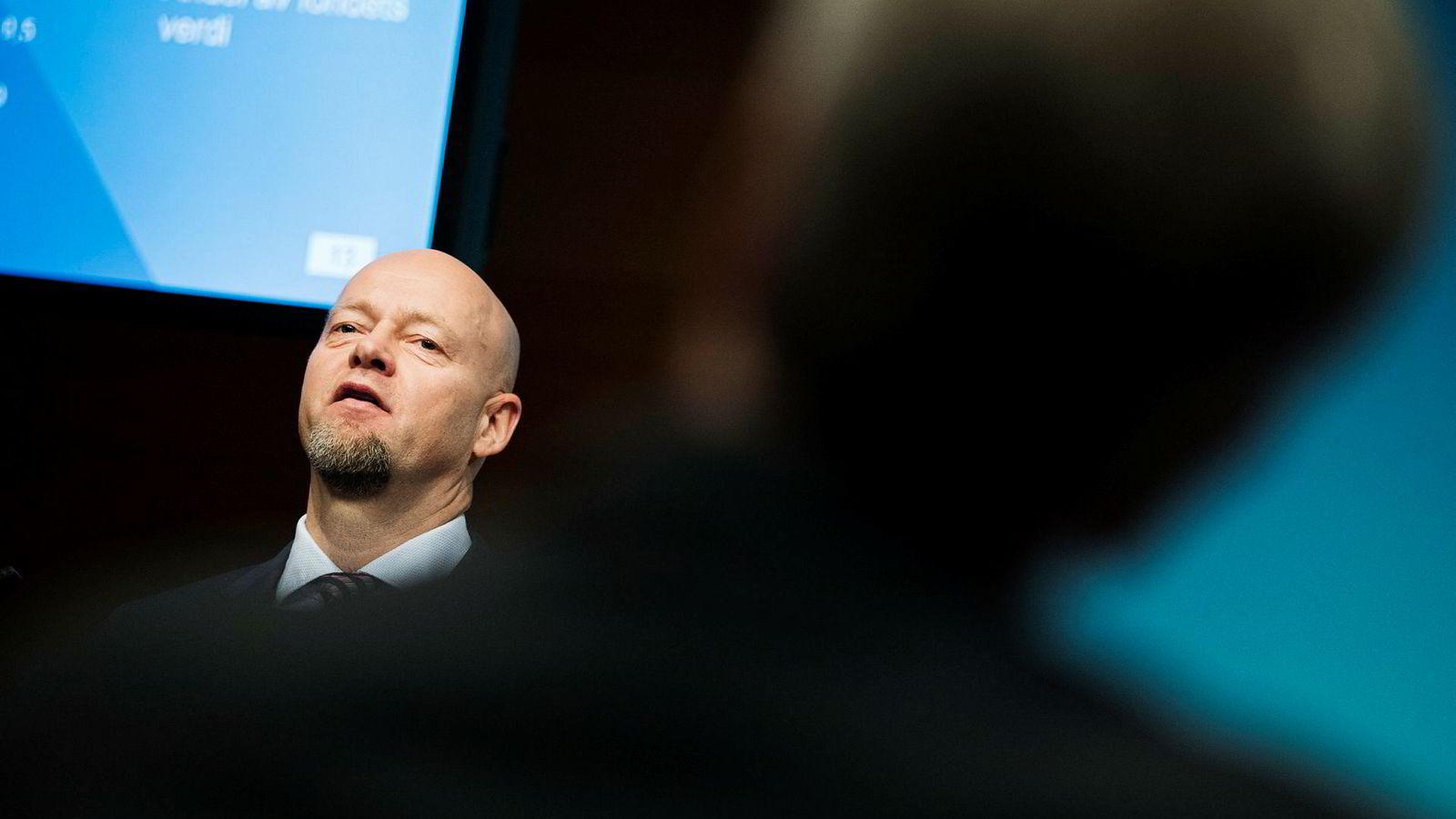 Yngve Slyngstad, administrerende direktør i Norges Bank Investment Management, som forvalter Oljefondet, får kritikk fra Finansdepartementet for å ikke overholde tidsfrister.