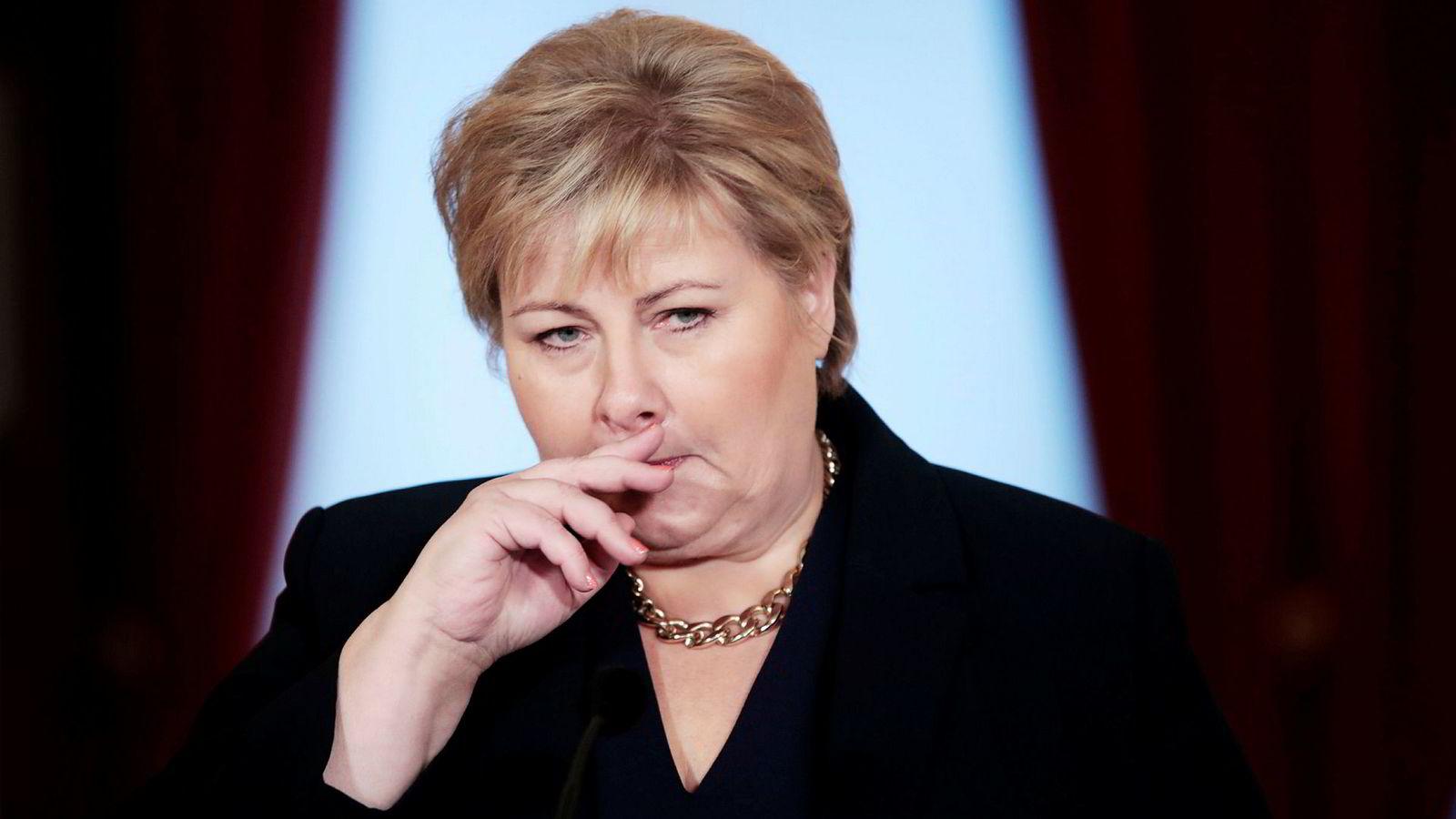 Høyres velgere er ikke fornøyd med hvordan statsminister og partileder Erna Solberg har håndtert saker om seksuell trakassering i partiet.