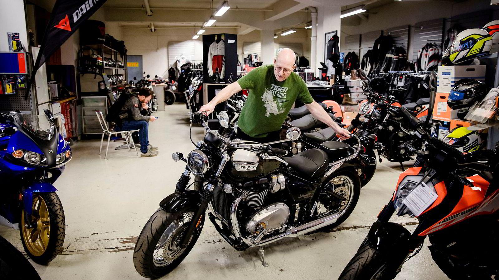 Geir Andreas Arnestad i AMD Motorsykler med en Triumph.