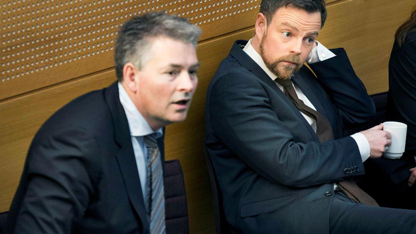 Daværende kunnskapsminister Torbjørn Røe Isaksen (til høyre) og hans statssekretær Bjørn Haugstad forsikret i 2015 de små studiestedene om at de ikke skulle legges ned.