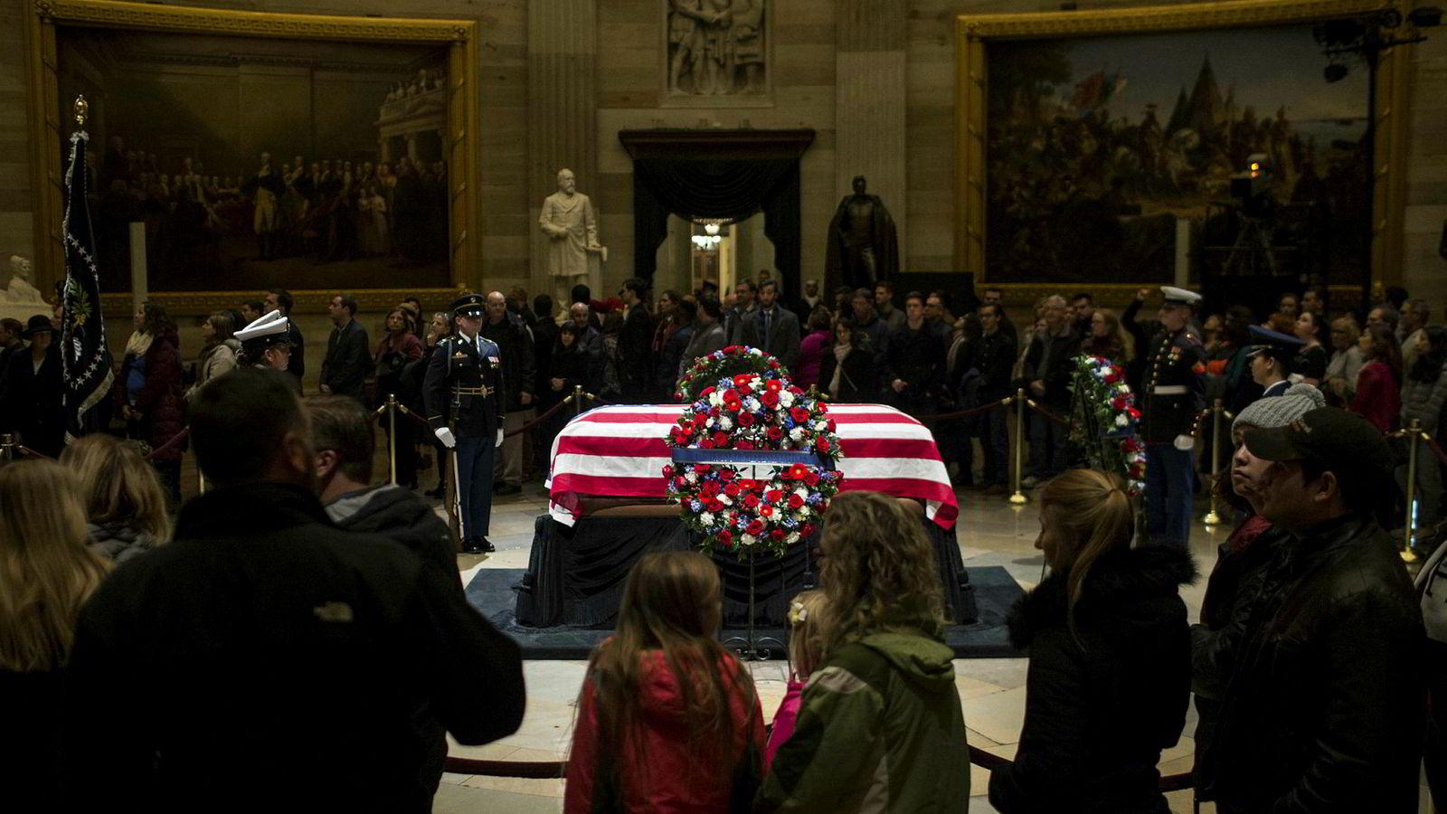 Mange vil hedre avdøde tidligere president George H.W. Bush.