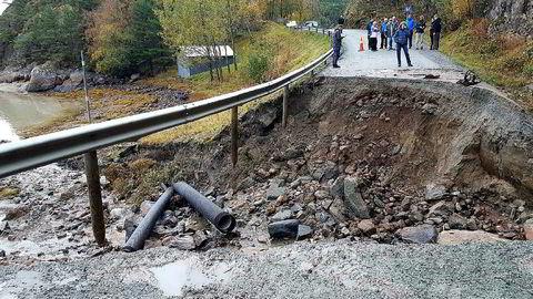 Etter flommen i august var fylkesvei 291 i Snillfjord i Sør-Trøndelag ødelagt.