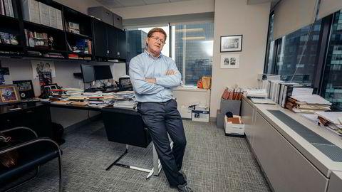 På et hjørnekontor i 38. etasje ved Rockefeller Center i New York snakker advokat Michael M. Fay i advokatfirmaet Berg & Androphy om forsøket på å stille bankgiganten Citigroup for retten i Terra-skandalen. Saken ble avvist, men advokatene satt igjen med nær 100 millioner kroner.