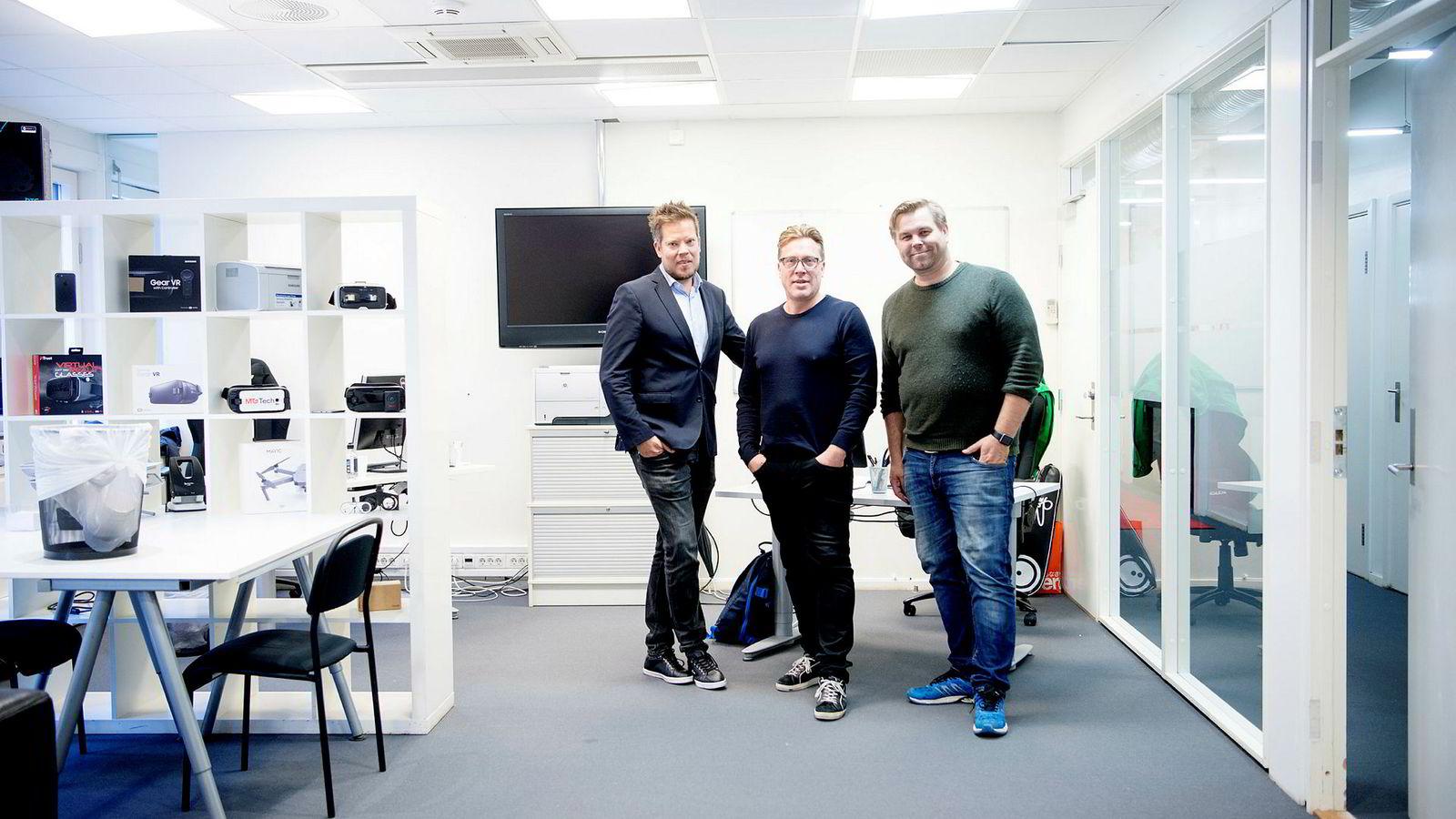 Fra venstre: Utviklingsdirektør Jørn Korbi, gründer Tom Roger Sokki og sjef for MTG Ignite, Trygve Refvem. Sokkis selskap, Lavo, er med på et av samarbeidsprosjektene til MTG Ignite.