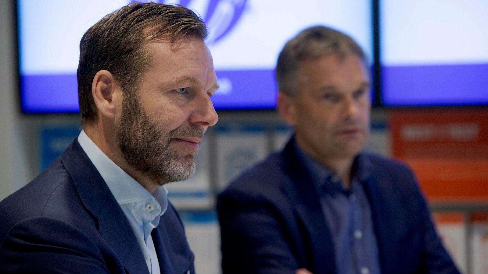 - Prinsipielt er det en bra diskusjon, men den skal ikke handle om ett selskap, sier konsernsjef Johan Dennelind i Telia til venstre. Til høyre; administrerende direktør Abraham Foss i Telia Norge