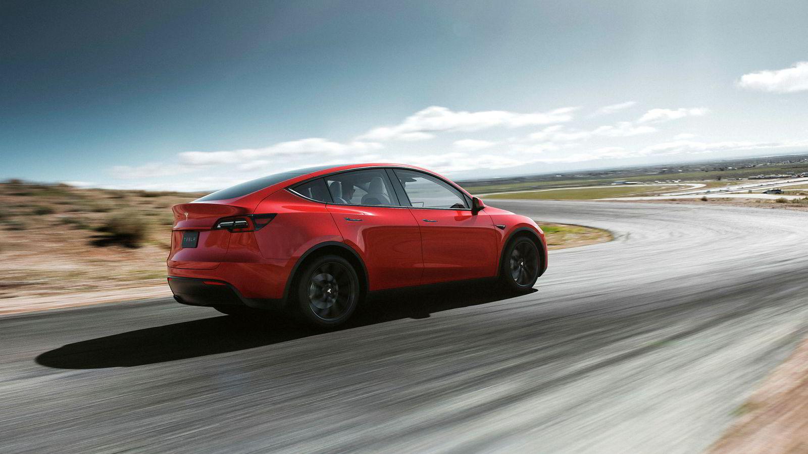 Tesla og Fiat Chrysler inngår samarbeider slik at Fiat skal unngå utslippskravene til EU.