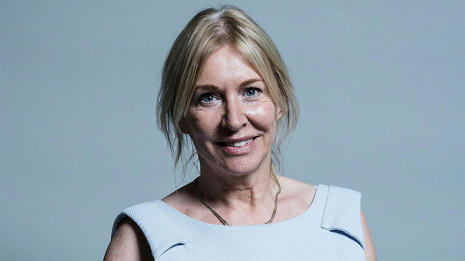 Britene er dypt splittet i synet på om og hvordan landet skal forlate EU. Parlamentsmedlem og brexit-tilhenger Nadine Dorries latterliggjøres for hennes slakt av avtaleutkastet.