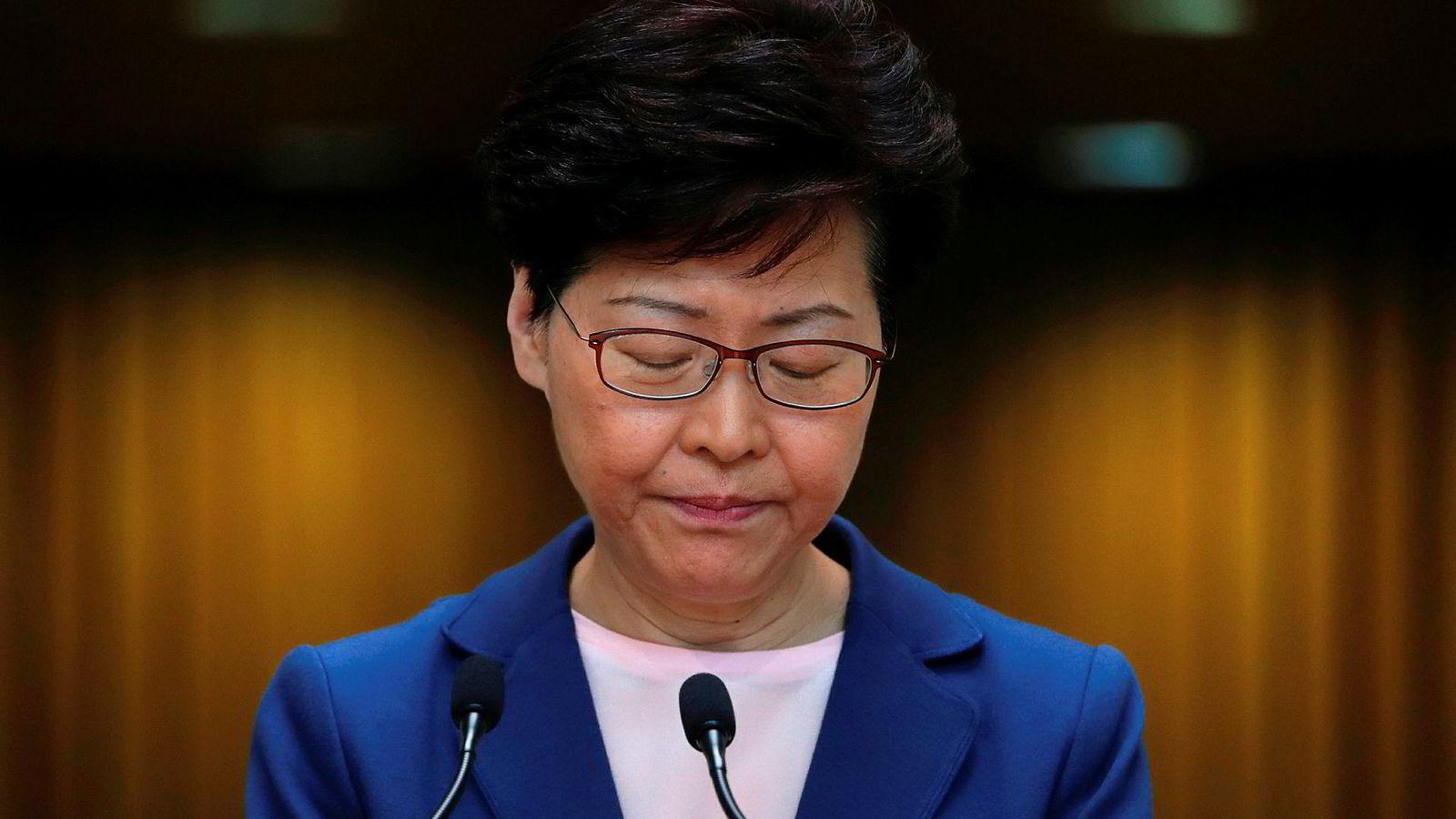Hongkongs leder Carrie Lam legger utleveringsloven fullstendig død på en pressekonferanse tirsdag.