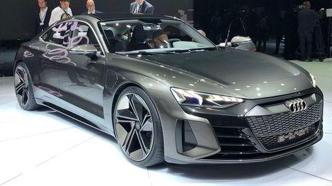 Bilbransjen brukte sjansen til å vise at de for alvor satser på elektrifiserte biler, både rene elbiler og ladbare hybrider. Men hvor lenge må familiene vente på det rimelige helelektriske alternativet? Bildet viser en Audi e-tron GT fra messen i Geneve