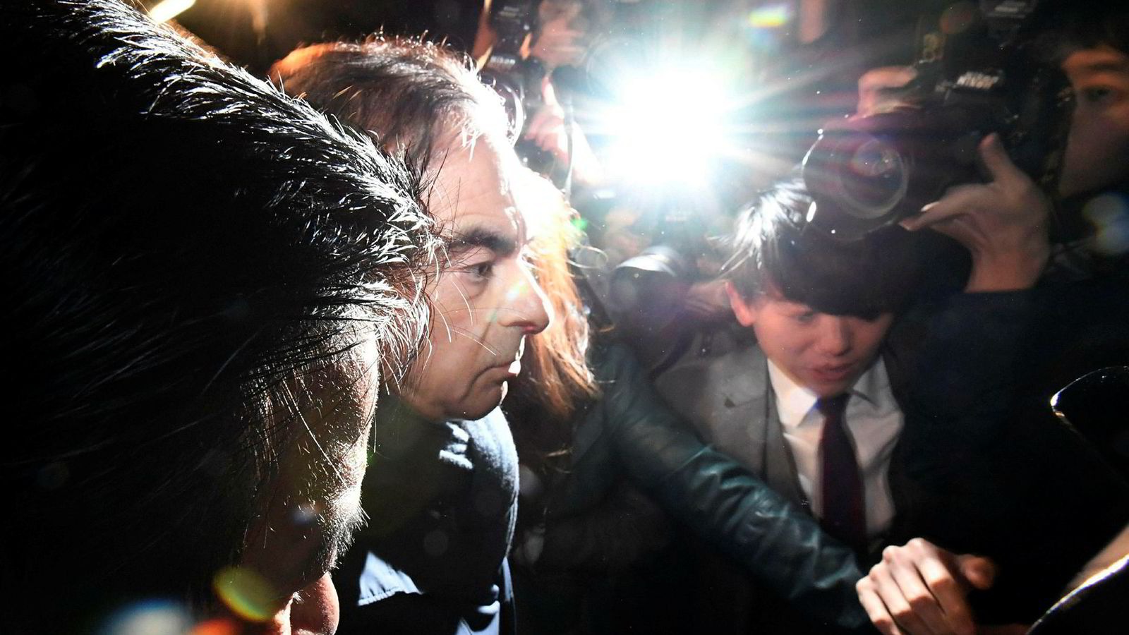 Under en måned etter at tidligere Nissan-sjef Carlos Ghosn ble løslatt mot kausjon ble han arrestert i morgentimene på torsdag. Det er mistanke om at han mottok flere hundre millioner kroner fra en Nissan-distributør i Oman. Han avviser påstandene.