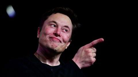 Tesla-grunnlegger og toppsjef Elon Musk gjør hva han kan for at elbilprodusenten skal levere 100.000 biler før kvartalet avsluttes i neste uke.