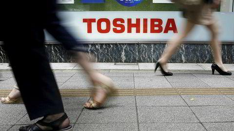 Det japanske selskapet Toshibas største eiere og fordringshavere har fått gjennomgå på børsen etter at selskapet tirsdag slapp nyheten om de skjulte, men ennå ukjente tapene.